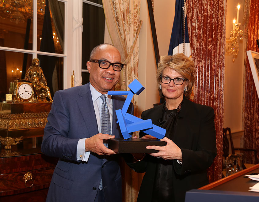 Darren Walker, FAPE Vice President and President of the Ford Foundation, presents FAPE's inauguralPartner in the Arts Awardto Anne Finucane, Global Chief Strategy and Marketing Officer at Bank of America.